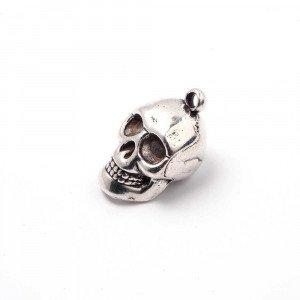 Colgante calavera, con agujero para anilla de 2 mm. Bañado en plata de ley oxidada.