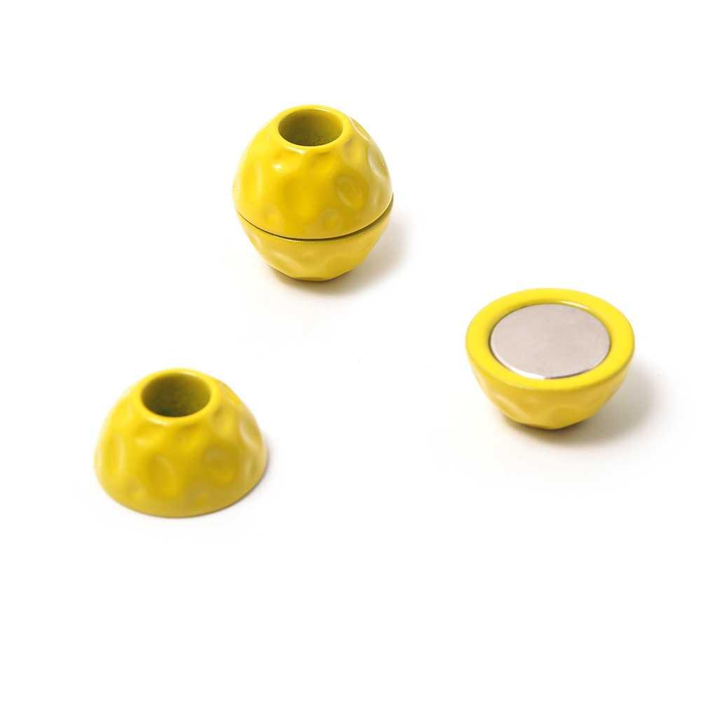 Cierre imán bola golpeada, agujero 5mm, amarillo.