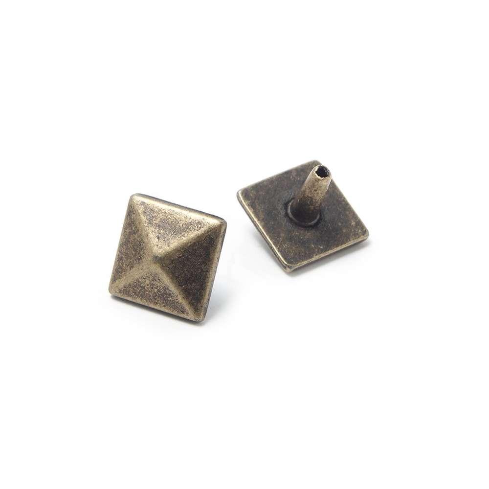 Tachuela Pirámide, Oro viejo. (Remache incluido.)