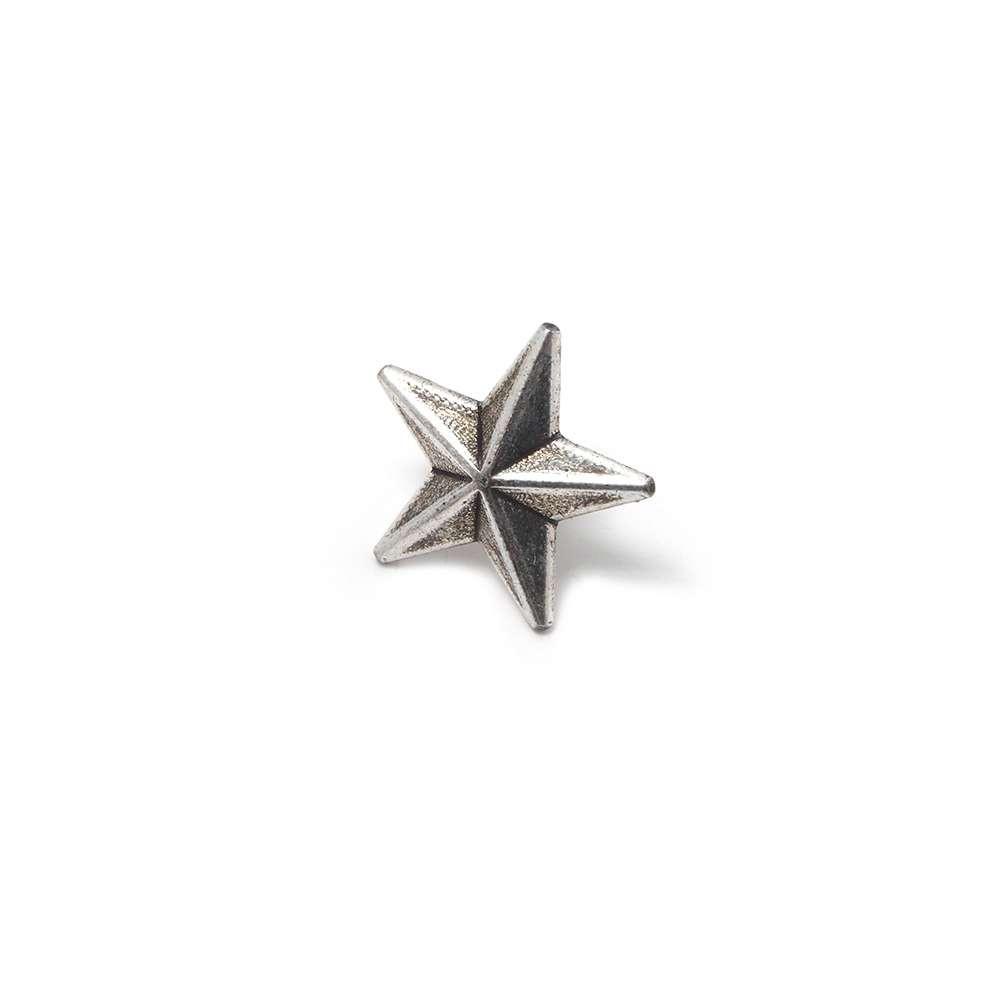 Tachuela Estrella, plata óxido. (Remache incluido.)