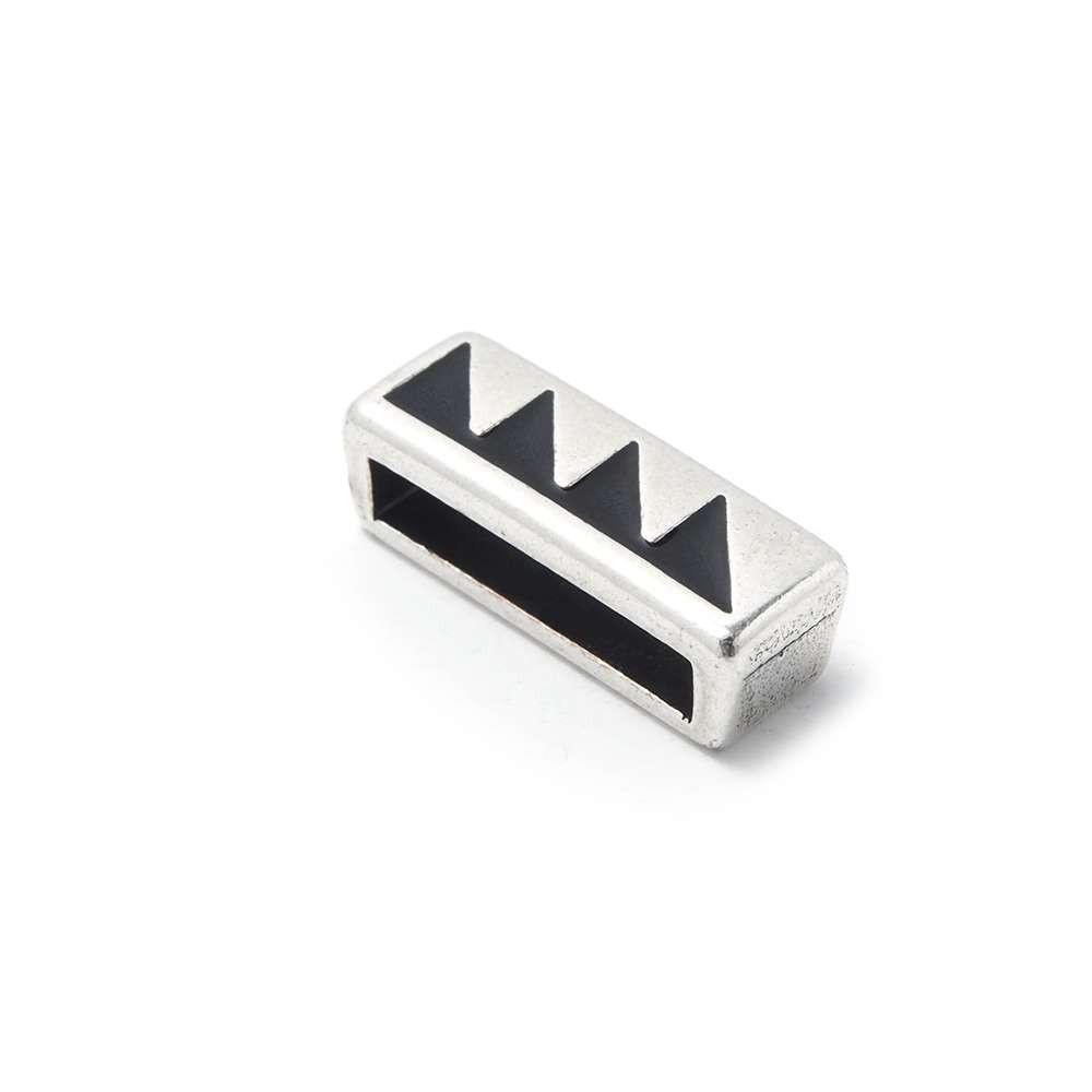 Entrepieza plana triángulos, 13.5x2.5mm, Negro/Plata óxido.