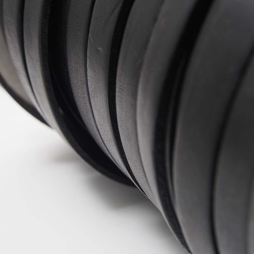 Cuero Plano 9,5x2,5 mm. Negro (20cm).